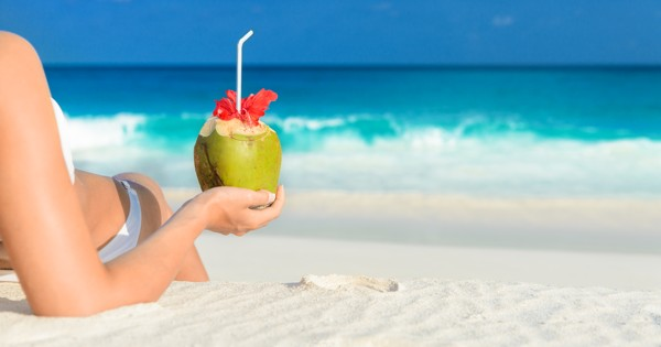 6 Amazing Things Happen When You Drink Coconut Water