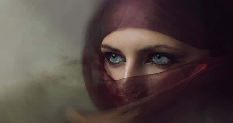 picture of woman with beautiful eyes